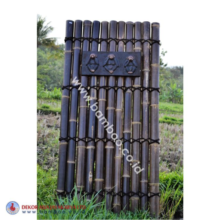 Black half bamboo fence with 3 back slats and black coco rope, including wooden decorative inserted