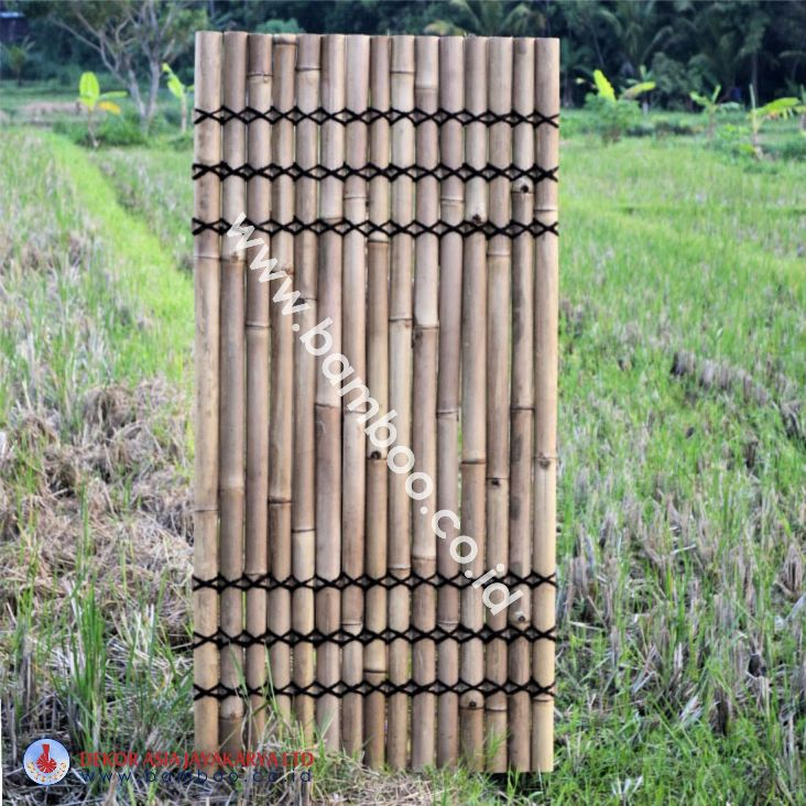 Natural half bamboo fence with 6 back slats and black  coco rope (3T-3B)