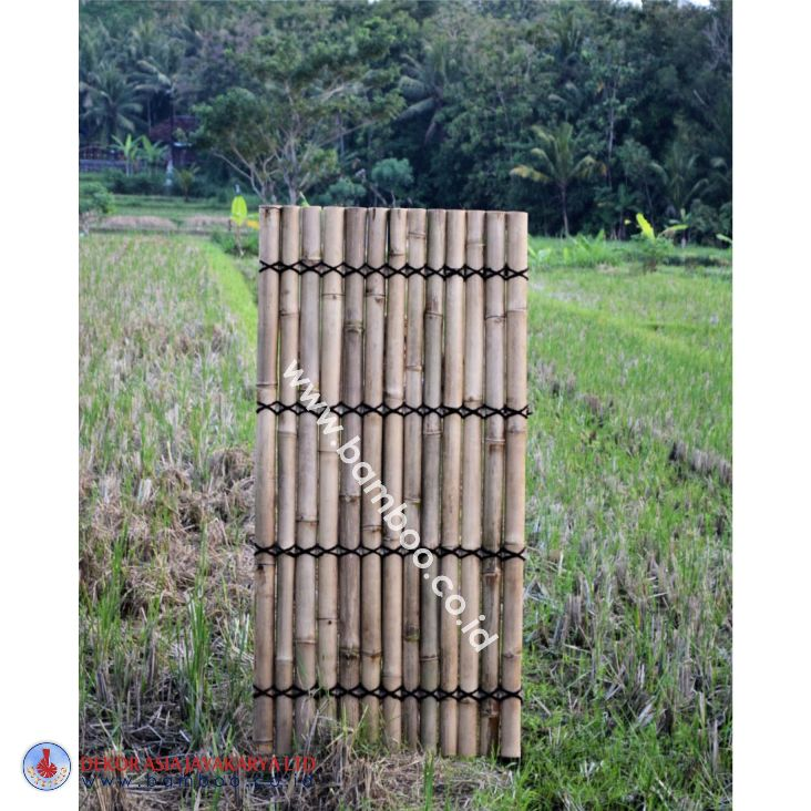Natural half bamboo fence with 3 back slats and black coco rope  Code Art No : BB 17