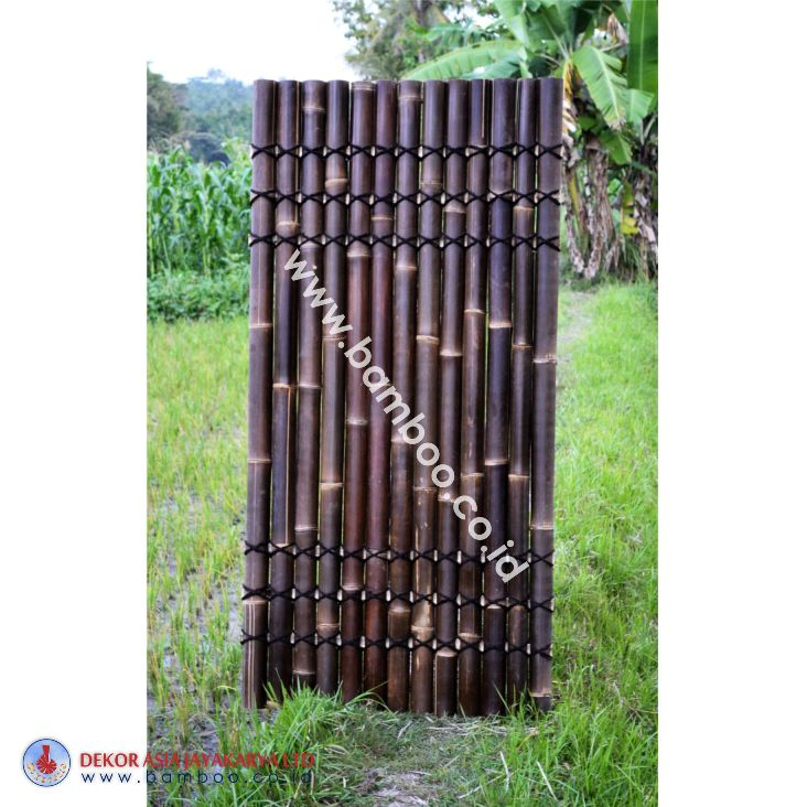 Black half bamboo fence with 6 back slats and black  coco rope (3T - 3B)